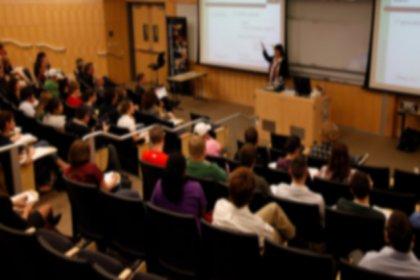 Üniversitelerde 52 öğrenciye 1 öğretim üyesi düşüyor