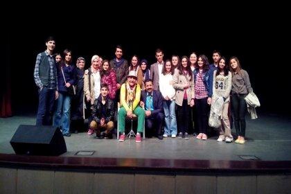 Yetenekli Engelsizler Komedi Tiyatrosu'ndan 'Ne haliniz varsa gülün' oyunu