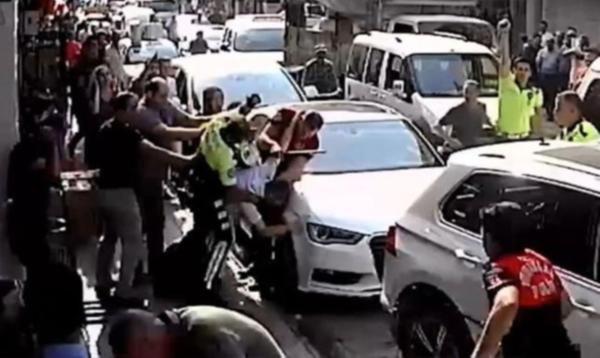 Adana'da park yeri cezası arbedeye yol açtı