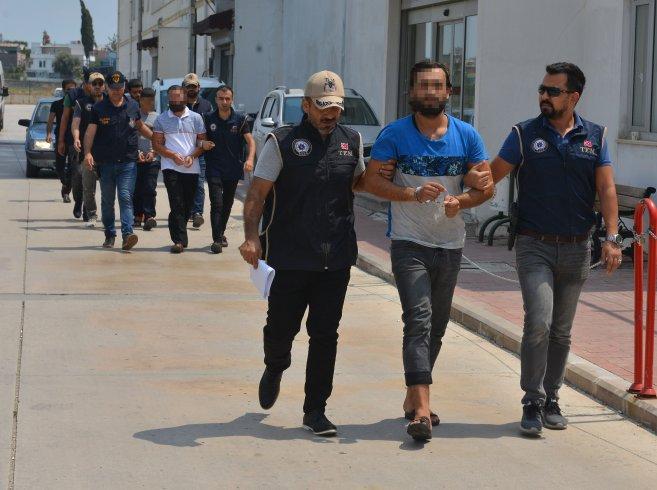 Adana'da yakalanan IŞİD'liler adliyeye sevk edildi