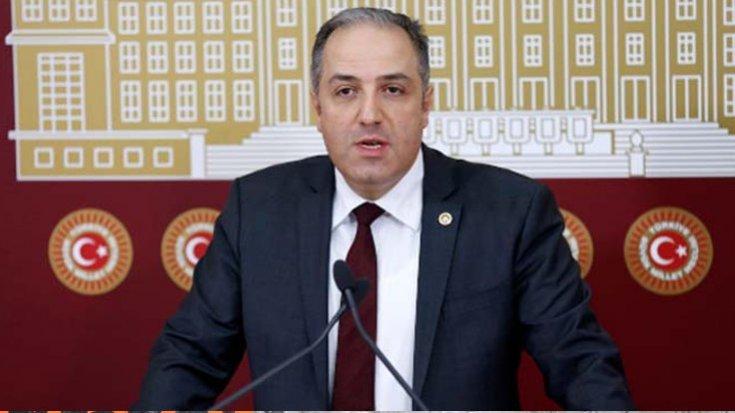 'AK Parti milletvekili Mustafa Yeneroğlu, partideki tüm görevlerinden istifa ettiğine dair yazıyı yetkililere verdi'