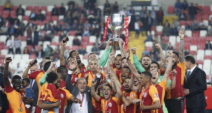 Akhisarspor'u 3-1 yenen Galatasaray Ziraat Türkiye Kupasını kazandı