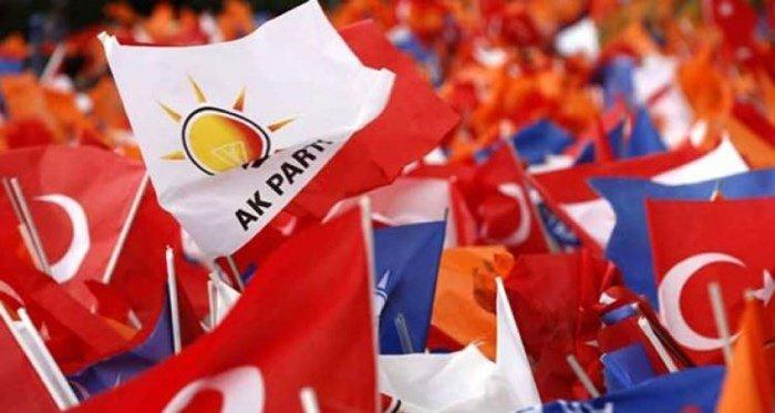 AKP'li ilçe başkanı, 'AK Parti'nin oyları eriyor, sorumlusu ben ve arkadaşlarım değil' diyerek istifa etti