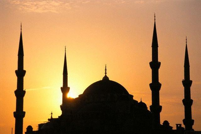 AKP'li meclis üyesi camiye el koydu