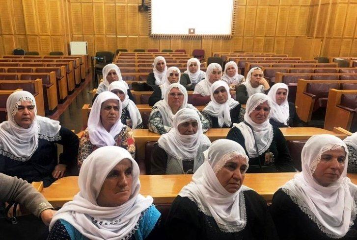 Anneler Meclis'ten seslendi: Bize yapılanlara rağmen suçlu aramıyoruz, bir umutla çözüm bekliyoruz
