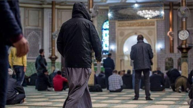 Belçika'da 'kadınların hafif şekilde dövülebileceği' vaaz edilen caminin ruhsatı askıya alındı
