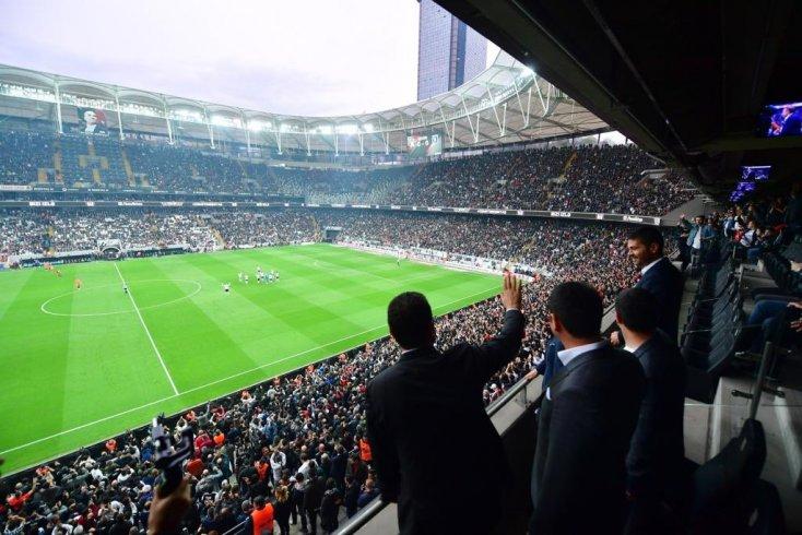 Beşiktaş taraftarı Ekrem İmamoğlu'nu #MazbatayıVerin tezahüratı ile karşıladı