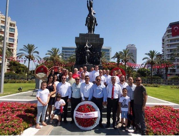 Birleşik Kamu İş İzmir'de Atatürk Anıtı'na çelenk bıraktı
