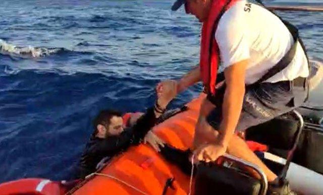 Bodrum açıklarında batan botta 15 kişi kurtarıldı, 1 bebek aranıyor