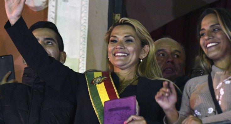 Bolivya'da sağcı senatör kendisini başkan ilan etti