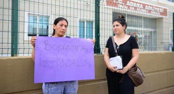 Boşanmak için eylem yapan kadına devlet desteği