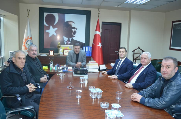 CHP'li Akın, Erdek ve Gönen'de belediye başkan adaylarıyla bir araya geldi