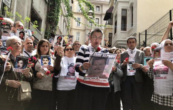 Cumartesi Anneleri 737. haftasında, evlatlarını bulamadan ölen anneleri andı