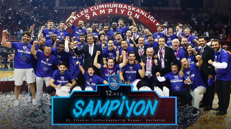 Cumhurbaşkanlığı Kupası maçını Anadolu Efes, Fenerbahçe Bekoyu 79-74 yenerek kazandı ve 12. kez kupayı müzesine götürdü