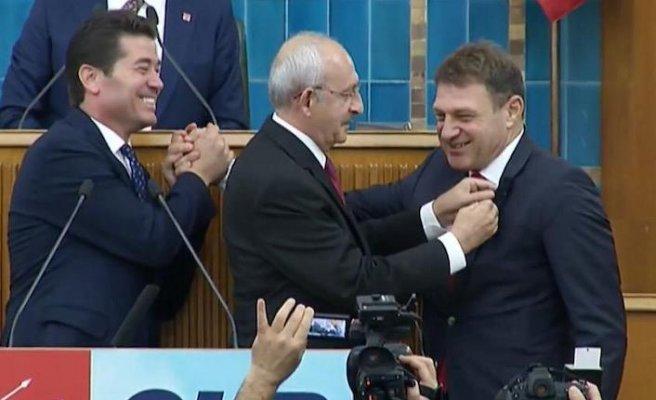 Emekli Tuğamiral Türker Ertürk CHP'ye katıldı