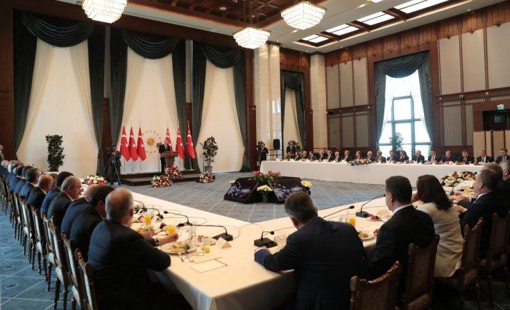 Erdoğan'dan büyükşehir belediye başkanlarına: 11 yıllık başbakanlık, 5 yılı aşan cumhurbaşkanlığı görevlerimiz süresince hiçbir belediye başkanının partisine bakmadık