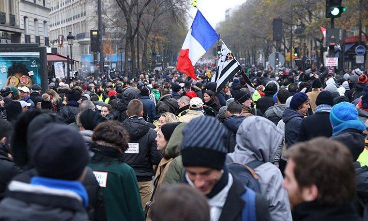 Fransa'da genel grev hayatı durdurdu