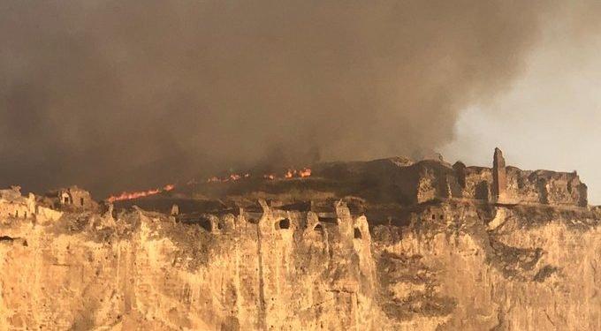 Hasankeyf Kalesi'nde yangın