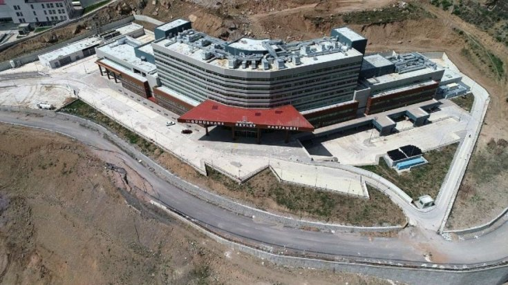 Heyelan bölgesine kurulan, 51 milyon liraya mal olan ve 4 yıldır hizmete açılamayan yeni devlet hastanesi için zemin güçlendirme projesi hazırlandı