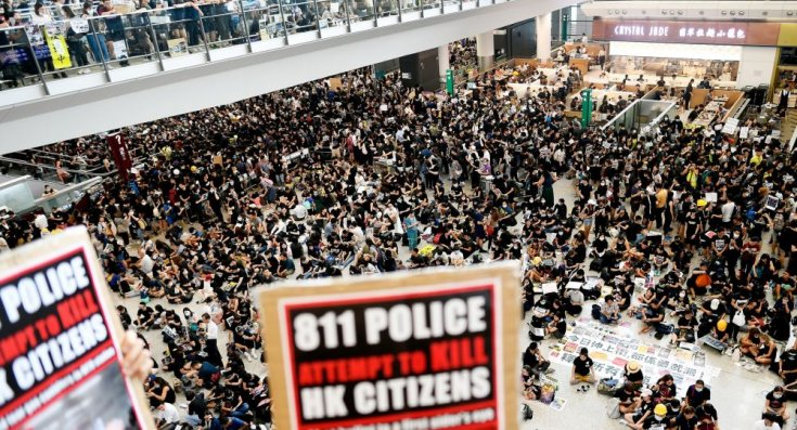 Hong Kong'da havaliamınında eylem: Uçuşlar iptal edildi