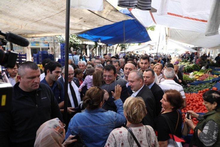 İmamoğlu, Haznedar Pazarı'nda vatandaşlarla buluştu