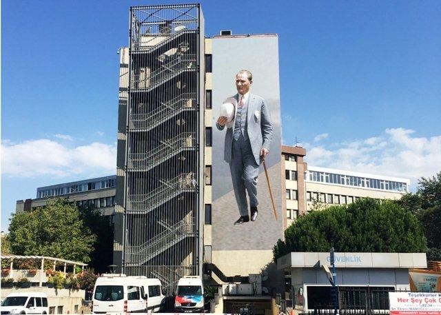 Kadıköy, duvarlarını süsleyecek murallarını birlikte seçiyor