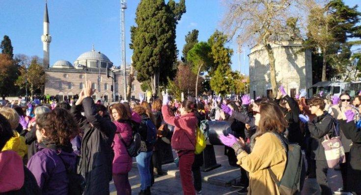Kadınlardan Beşiktaş'ta Las Tesis eylemi