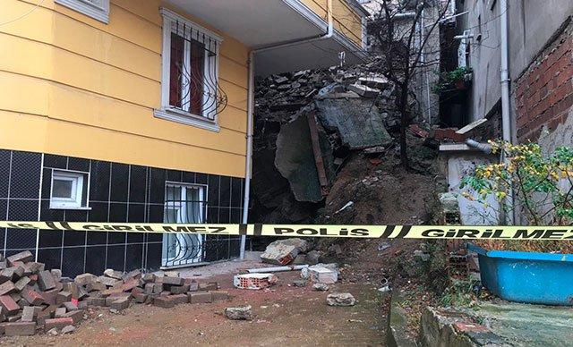 Kağıthane'de binanın istinat duvarı çöktü, çevredeki binalar boşaltıldı
