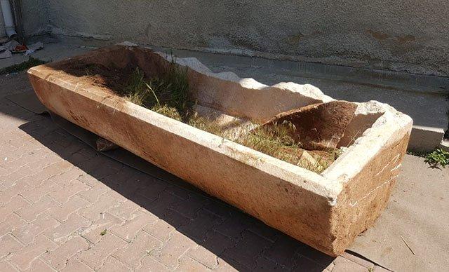 Kapadokya'da tarlasını süren çiftçi Roma dönemine ait lahit buldu