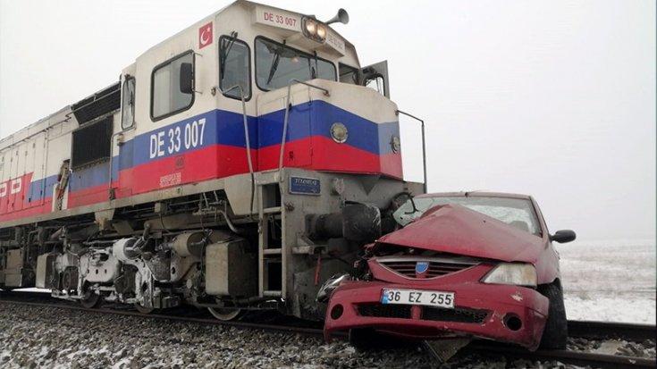 Kars'ta korkunç tren kazası: Biri çocuk 3 kişi öldü