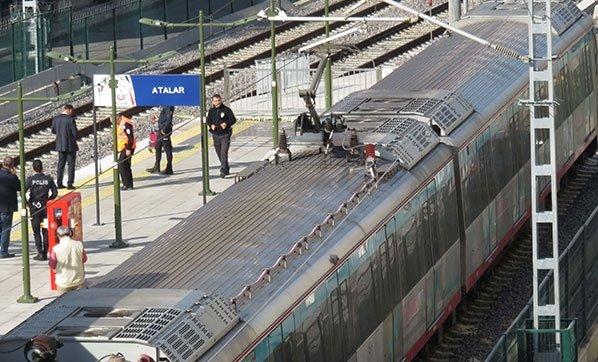 Kartal'da raylara düşen kişi trenin altında kaldı