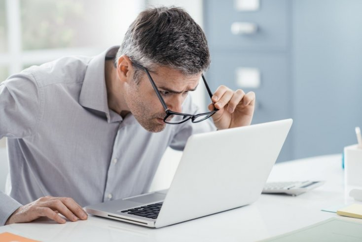 Katarakt ameliyatı ile yakın gözlüğünüzden de kurtulabilirsiniz