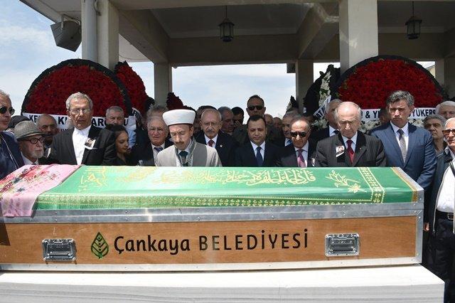 Kılıçdaroğlu, Yekta Güngör Özden'in eşi Fatma Necla Özden'in cenaze törenine katıldı