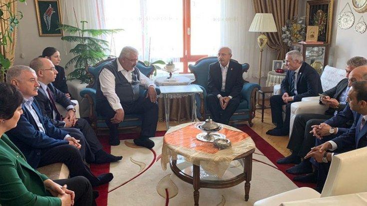 Kılıçdaroğlu'ndan MHP Genel Başkan Yardımcısı Yalçın'a taziye ziyareti
