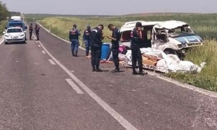 Konya'da işçileri taşıyan minibüs devrildi: 1 ölü, 7 yaralı var