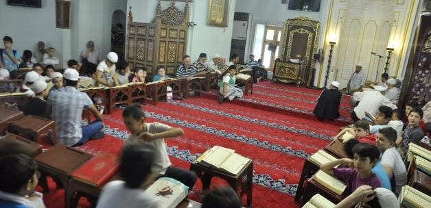 MEB, tatilde çocukları camilere taşımak için dinci vakıflarla protokol imzalamış