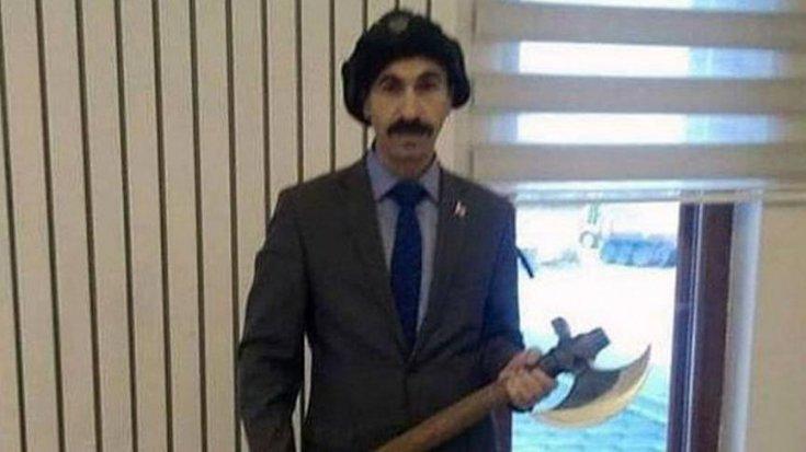 Muhalefet liderlerine hakaret eden baltalı müdüre soruşturma