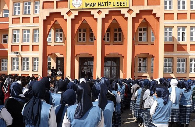 'Nitelikli' okulların yarısı imam hatip