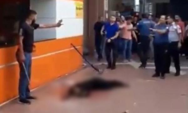 Otogarda cinayet: Defalarca bıçakladı, polis dahil herkes seyretti