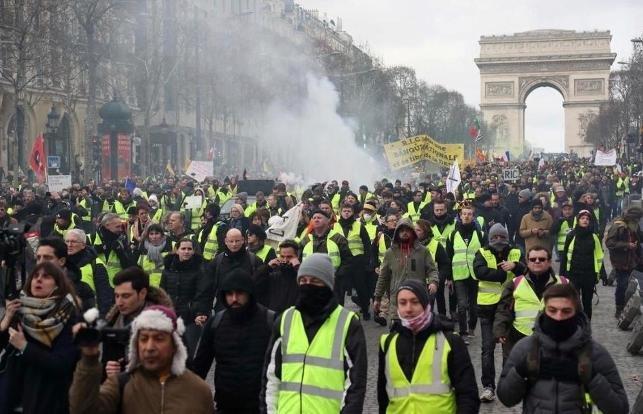 Sarı yelekliler protestosunda bir eylemcinin eli koptu