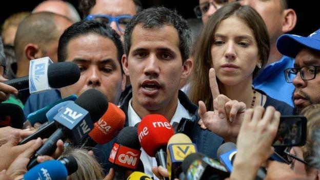 Seçime girmeden kendisini Venezuela'nın devlet başkanı ilan eden Juan Guaido: Ülke dışındaki mal varlıklarının kontrolünü ele geçiriyorum