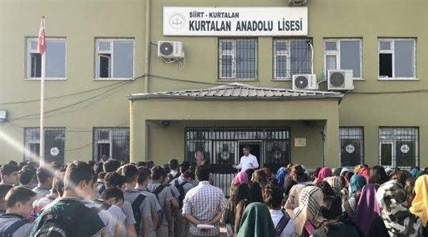 Siirt Kurtalan Anadolu Lisesi müdürü kız öğrencilerin pantolon boyunu ölçtü, bakanlık soruşturma başlattı