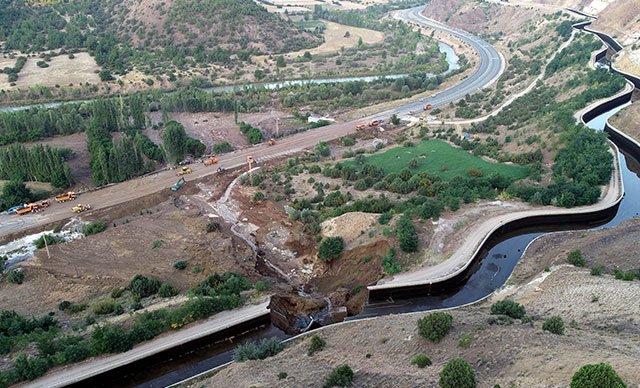 Sivas'ta HES kanalı patladı, araçlar sürüklendi: 6 yaralı