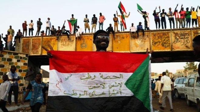 Sudan'da yönetime el koyan ordu ile muhalefet anlaştı