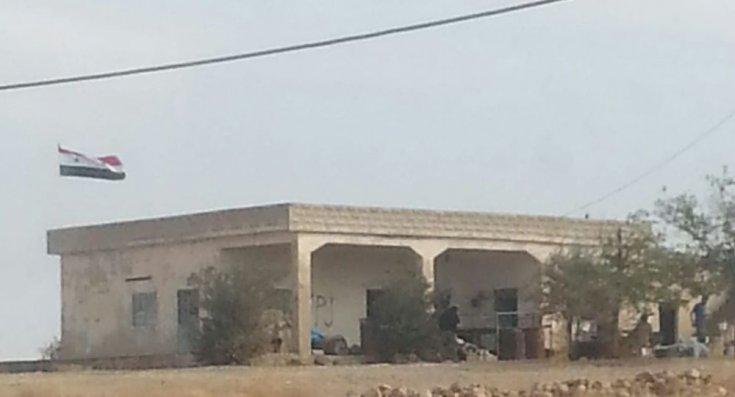 Suriye Ordusu Kobani'de sınır kapısına Suriye bayrağını astı
