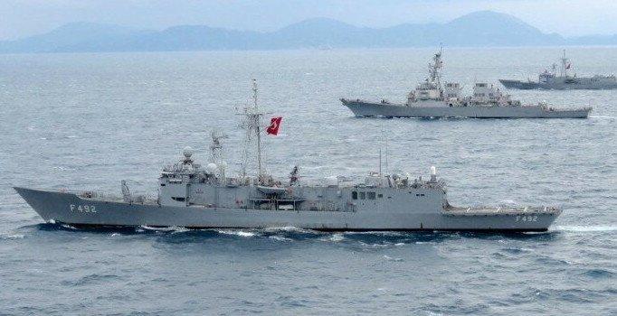 'Türk donanması İsrail gemisini Doğu Akdeniz'den çıkardı' iddiası