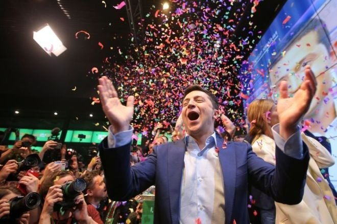 Ukrayna'da başkanlık yarışını komedyen Vladimir Zelensky kazandı