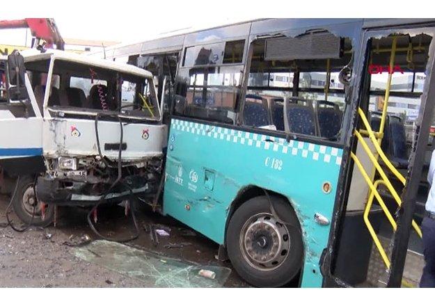 Ümraniye'de kamyon otobüse çarptı: 9 yaralılar var