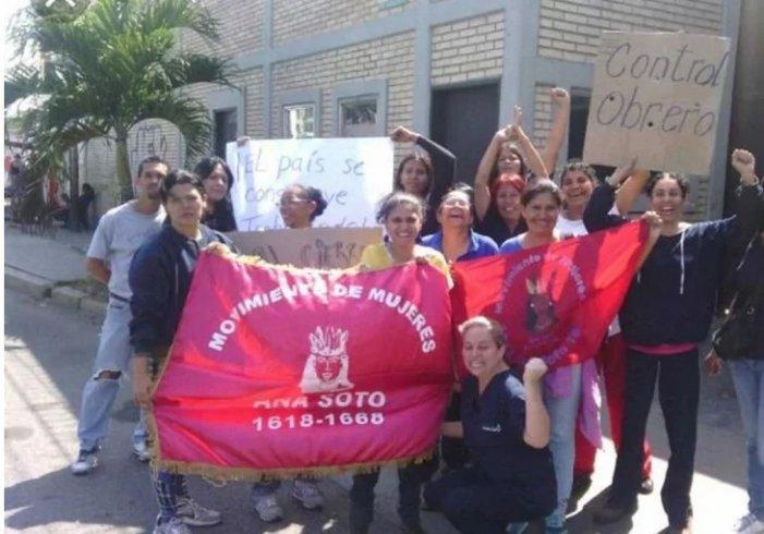 Venezuela'da kadın işçiler, el koydukları fabrikada üretime geçti