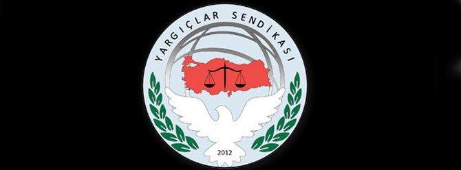 Yargıçlar Sendikası'ndan saraydaki adli yıl açılışına katılamayacağını açıklayan barolara destek